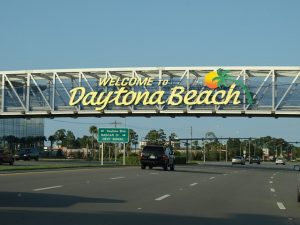 """A sign that says """"Welcome to Daytona Beach""""."""