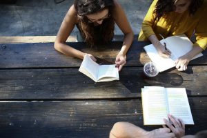 Florida cities for students - Young people reading on a bench.