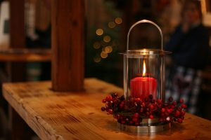 Christmas decorating ideas for your Florida home- a candle