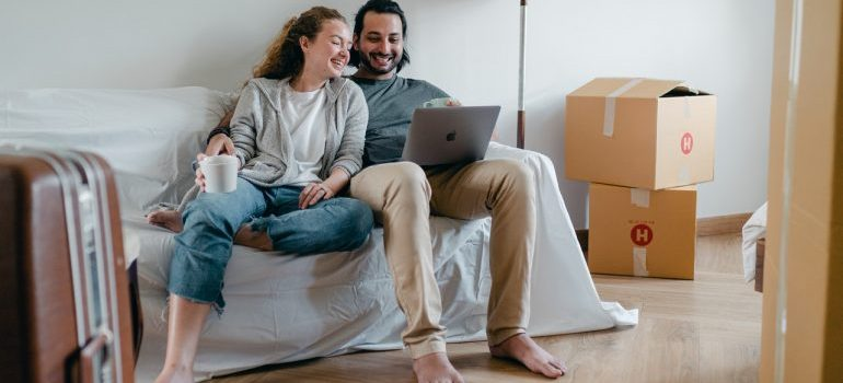 couple looking for movers Tallahassee