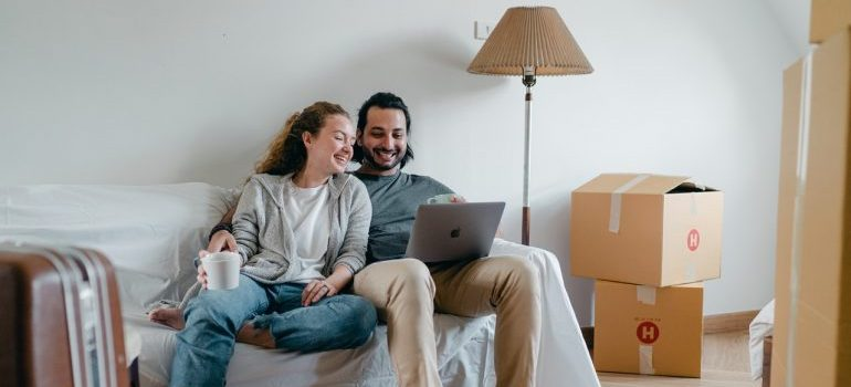 Couple searching for residential movers Orlando on their laptop