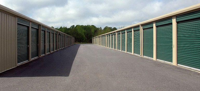 storage facility, storage units
