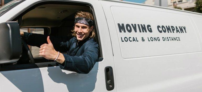 long distance movers Sarasota giving a thumbs up